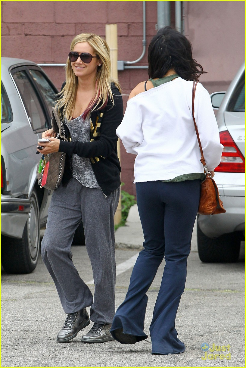 ashley tisdale vanessa hudgens dance studio 08