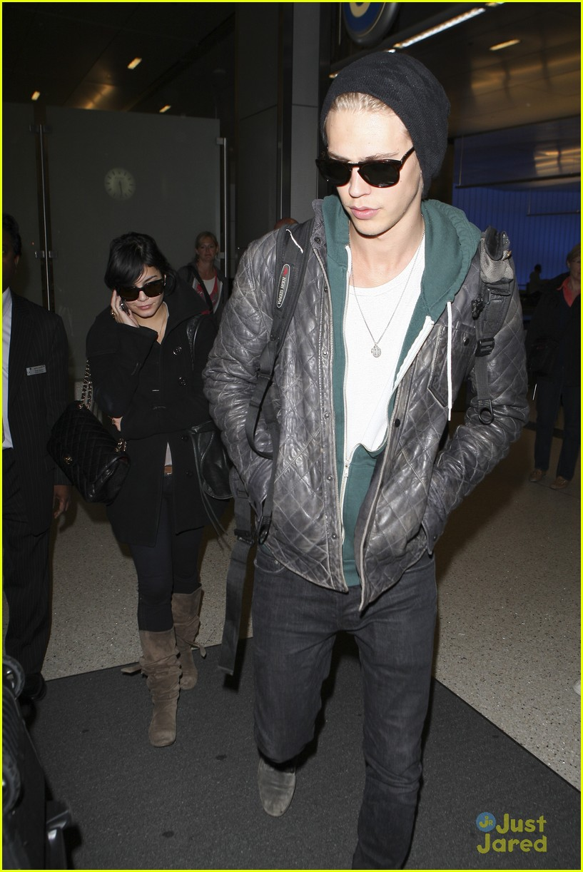 vanessa hudgens austin lax arrival 09
