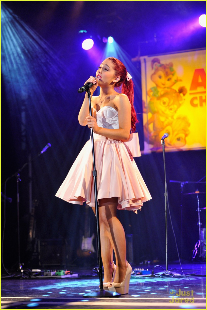 ariana grande alvin performance 16
