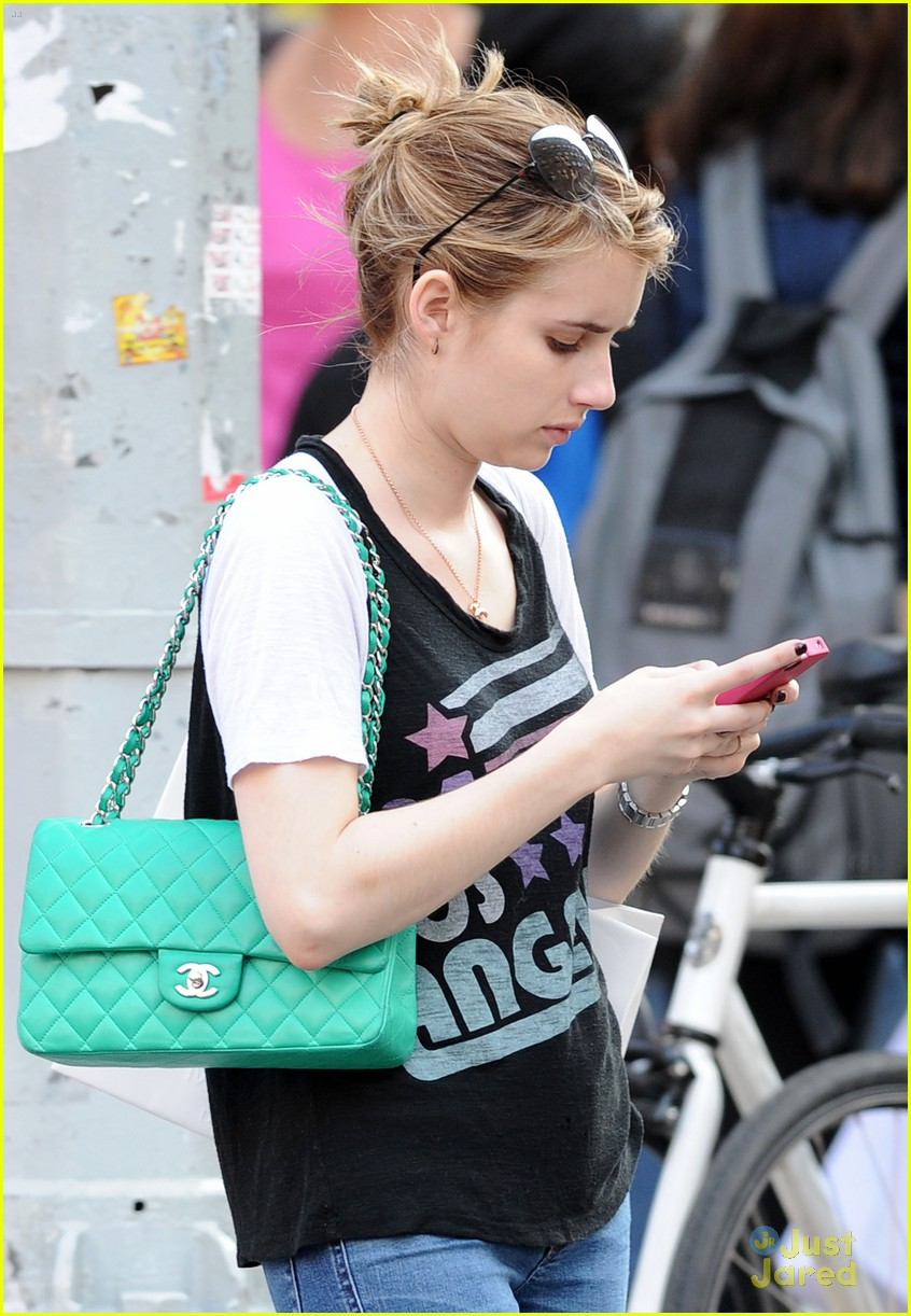 emma roberts promotes amazing 04