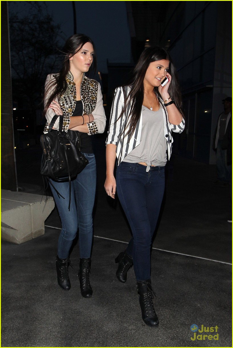 kendall kylie jenner lakers game 10