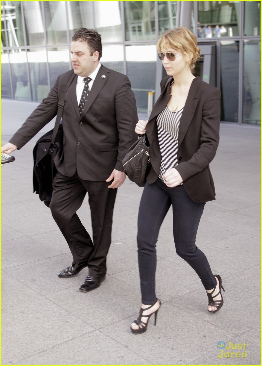 jennifer lawrence heathrow arrival 01