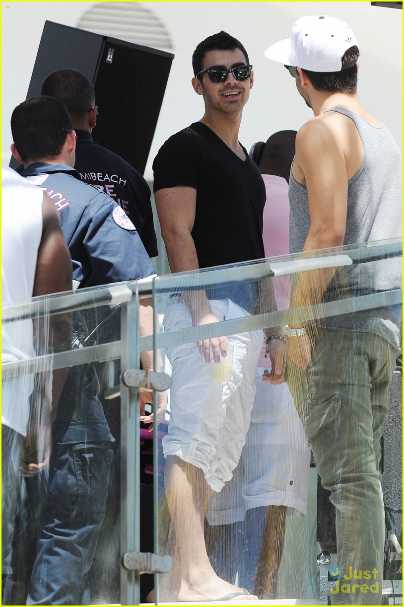 joe jonas pink party miami 11