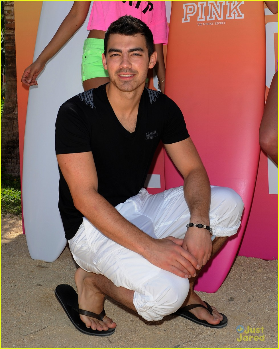 joe jonas pink party miami 23