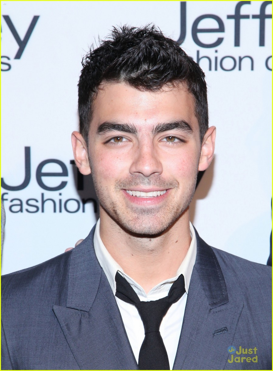 joe jonas shenae grimes jeffrey fashion 03