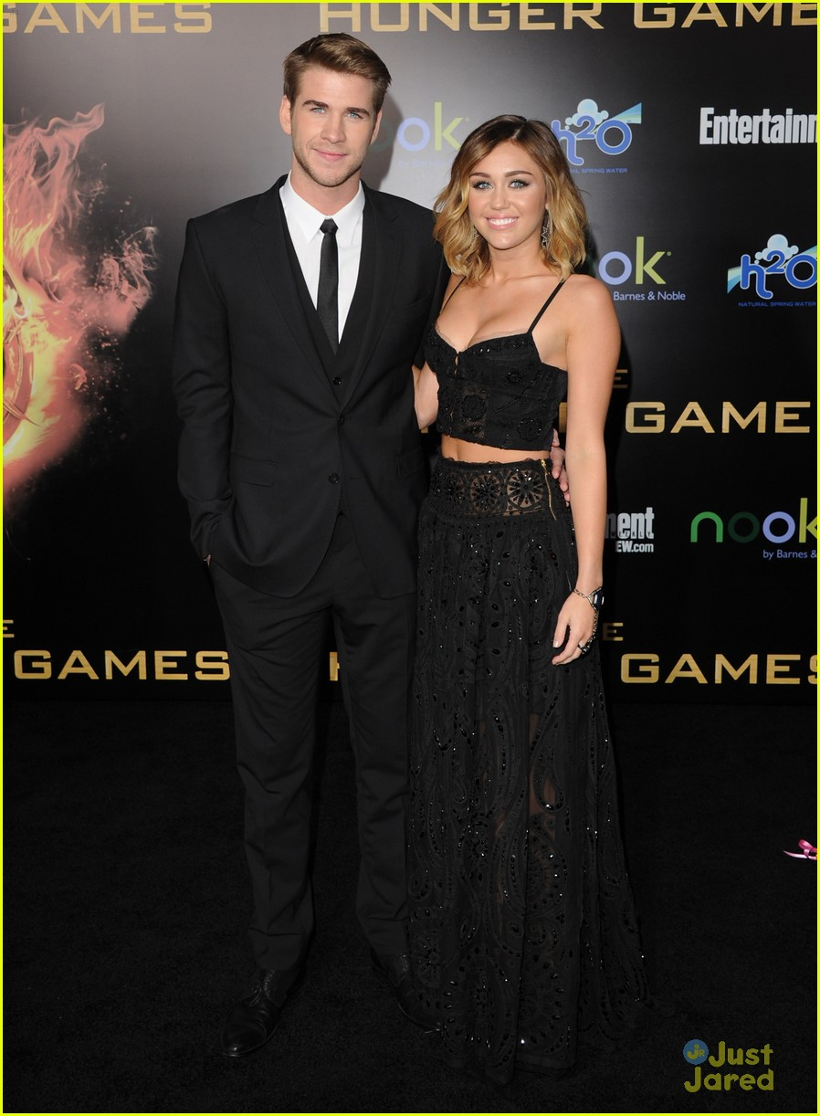 liam hemsworth miley cyrus thg premiere 05