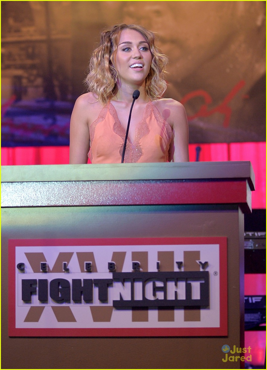 miley cyrus celeb fight night 04