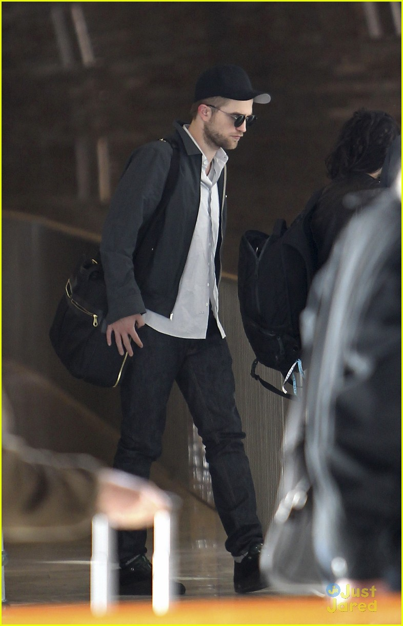 robert pattinson kristen stewart paris departure 10