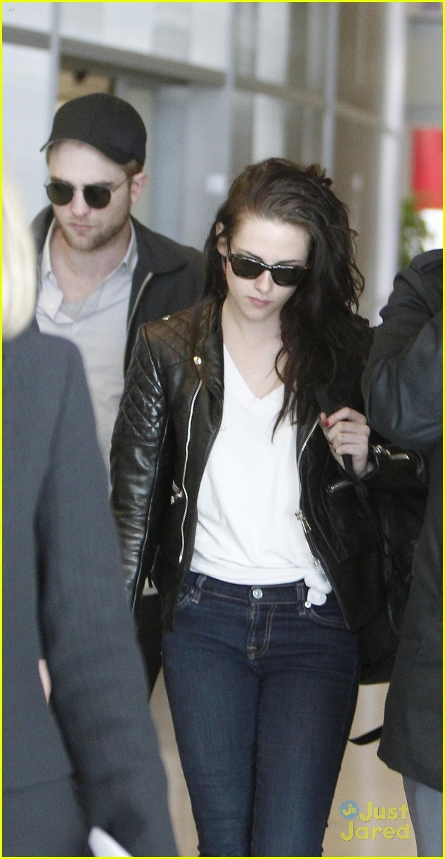 robert pattinson kristen stewart paris departure 12