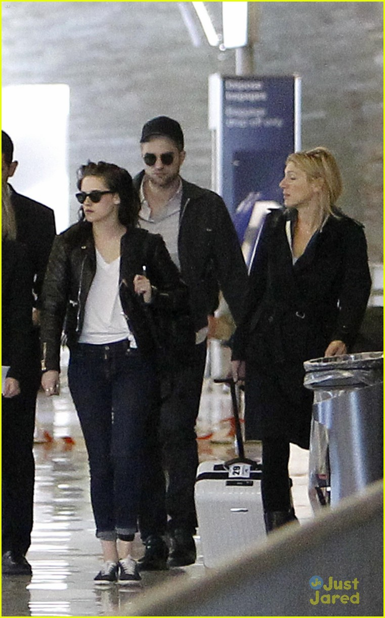 robert pattinson kristen stewart paris departure 14