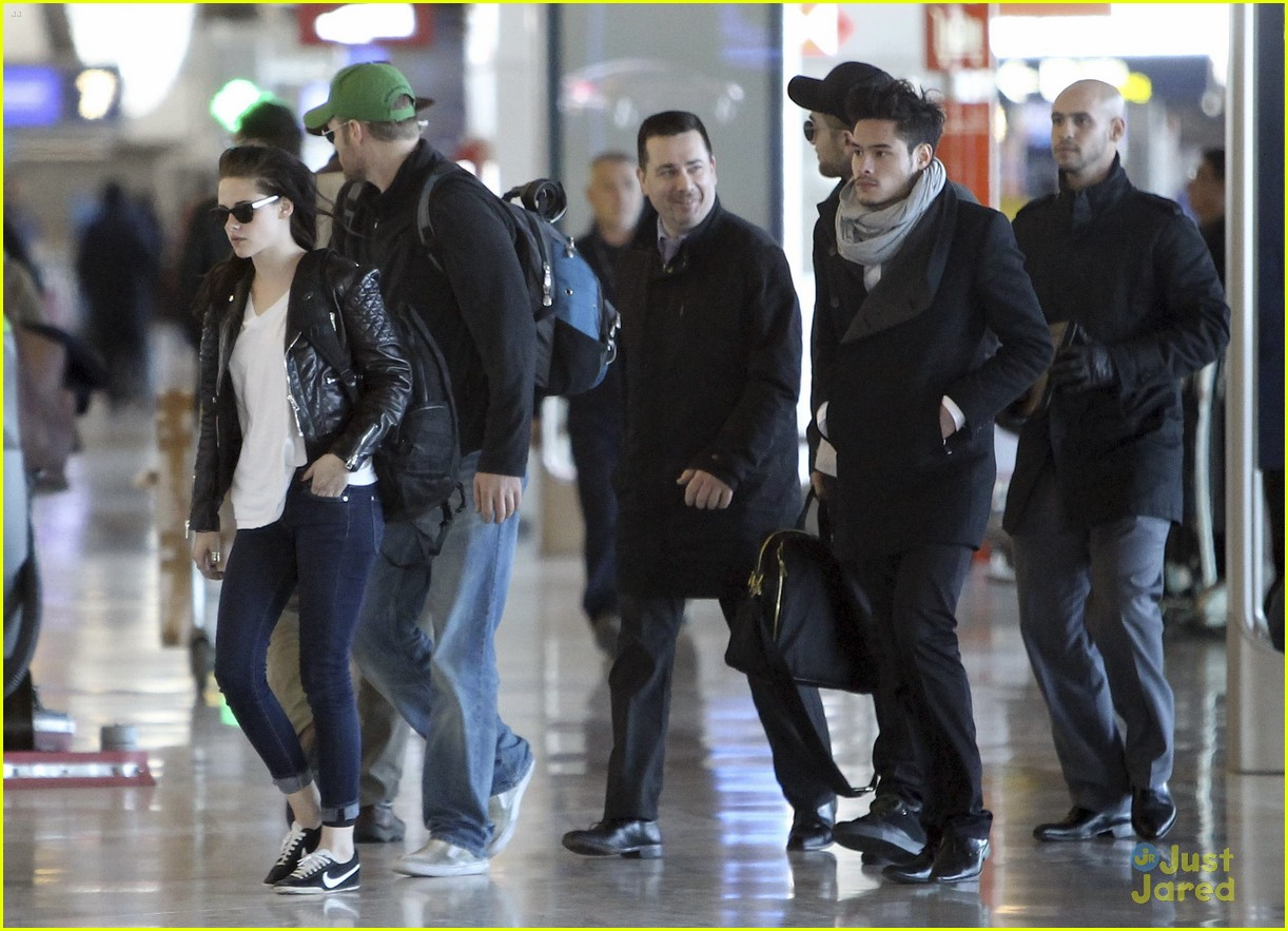 robert pattinson kristen stewart paris departure 15