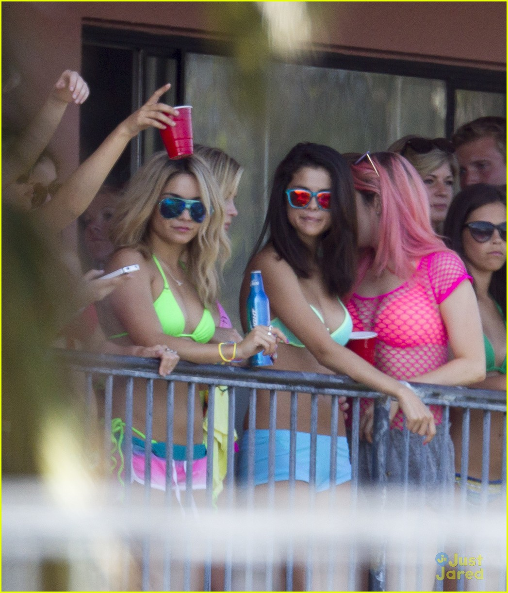 selena gomez spring breakers balcony 05