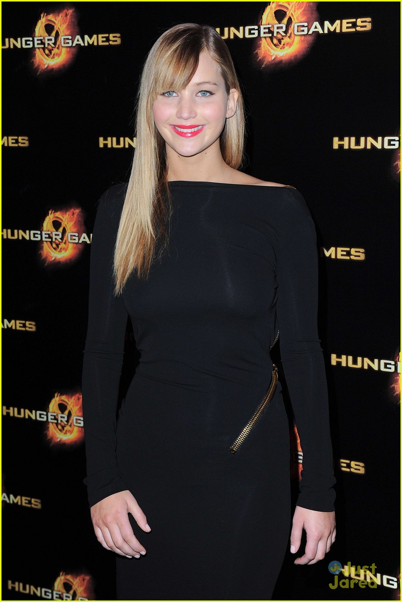 j lawrence hunger games paris premiere 17