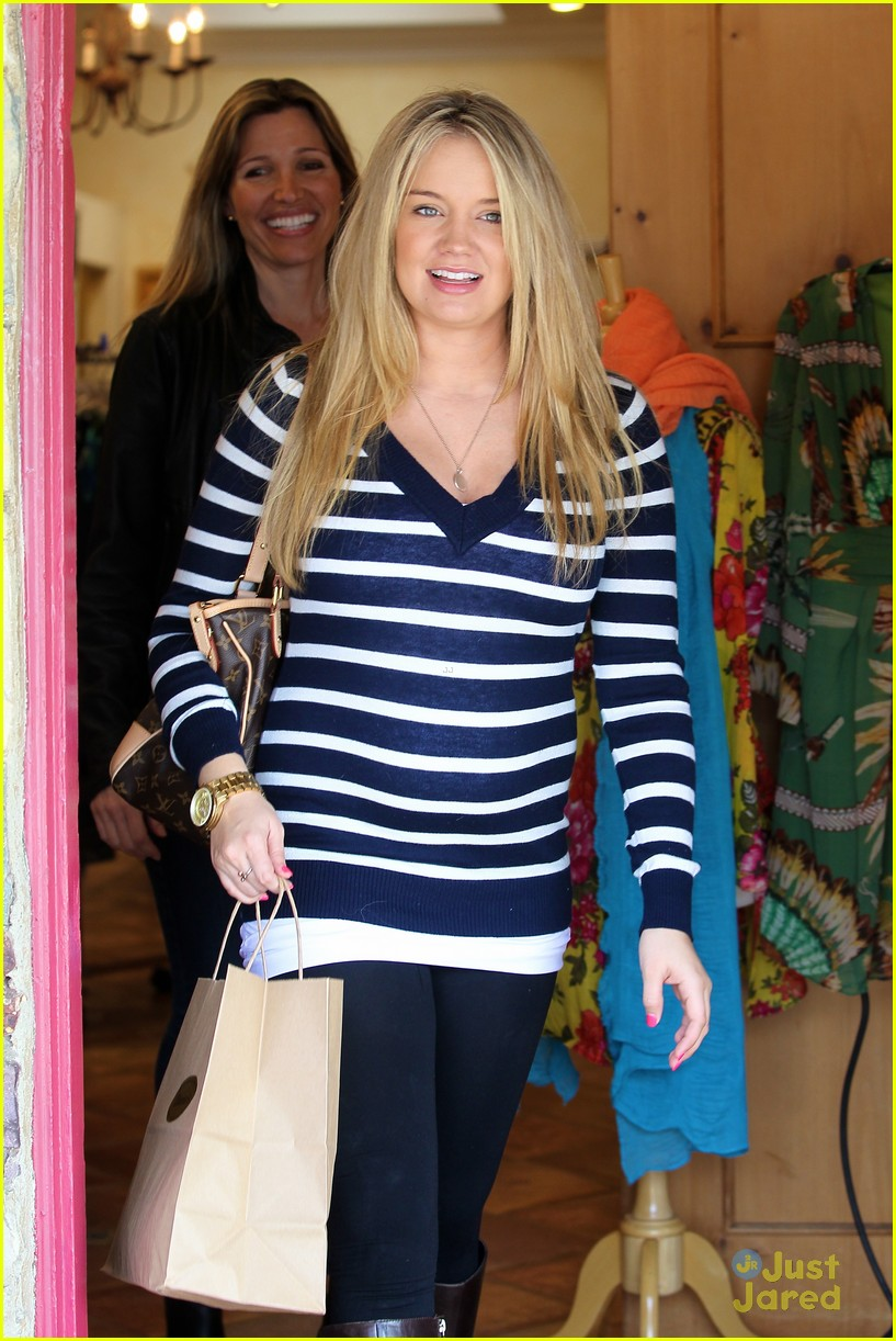 tiffany thornton baby bump 02
