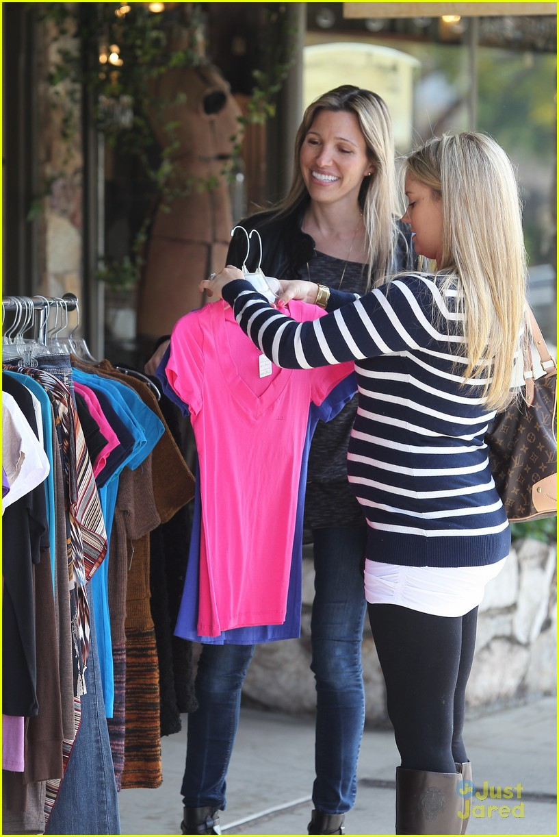 tiffany thornton baby bump 03