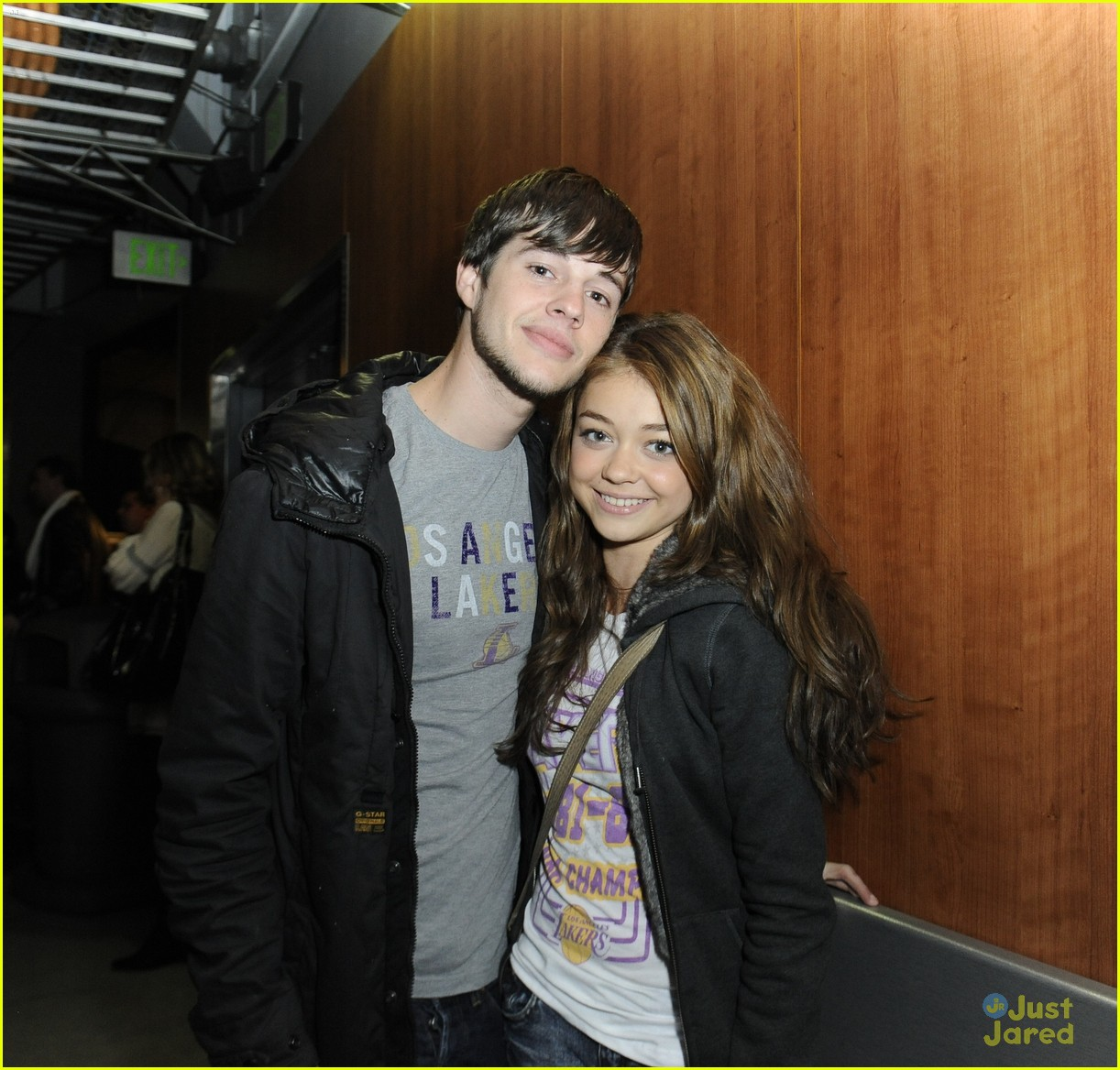ashley tisdale sarah hyland lakers game 04