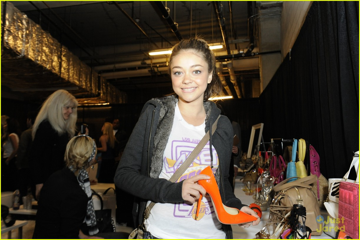 ashley tisdale sarah hyland lakers game 10