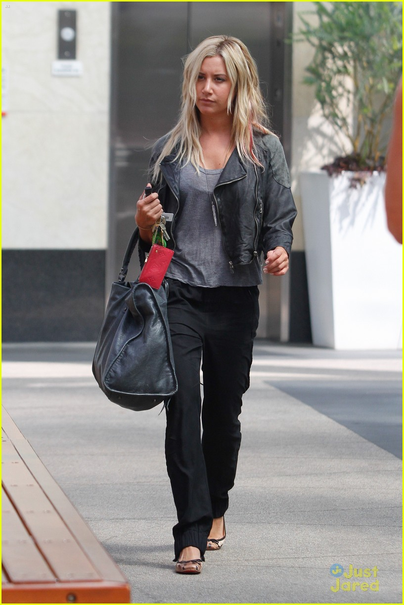 ashley tisdale lunch mikayla 10