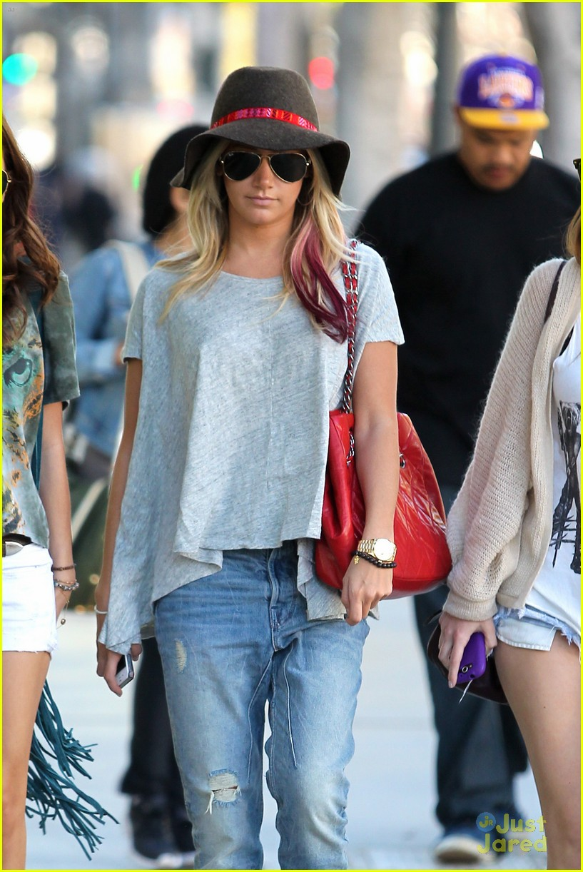 ashley tisdale sm shopping 06