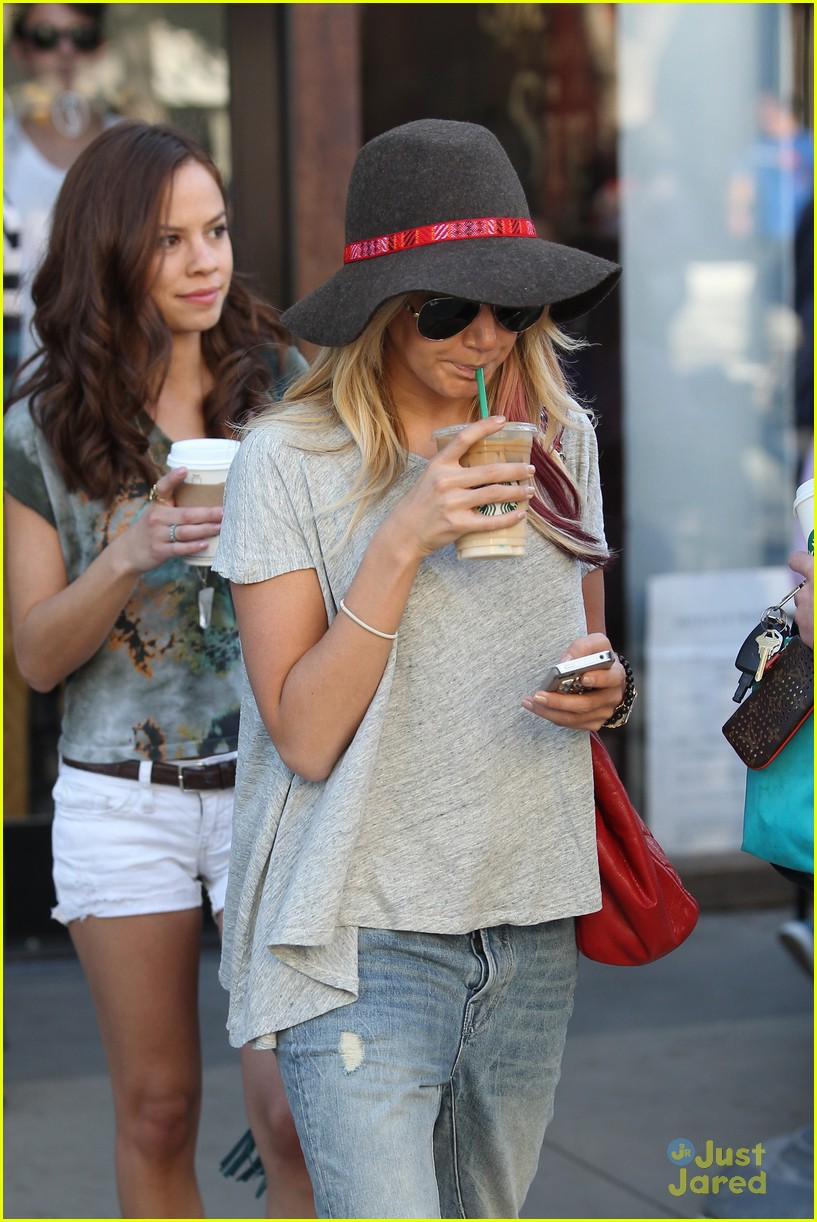 ashley tisdale sm shopping 08