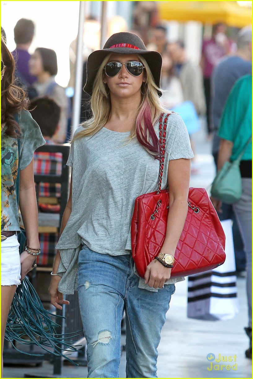 ashley tisdale sm shopping 16