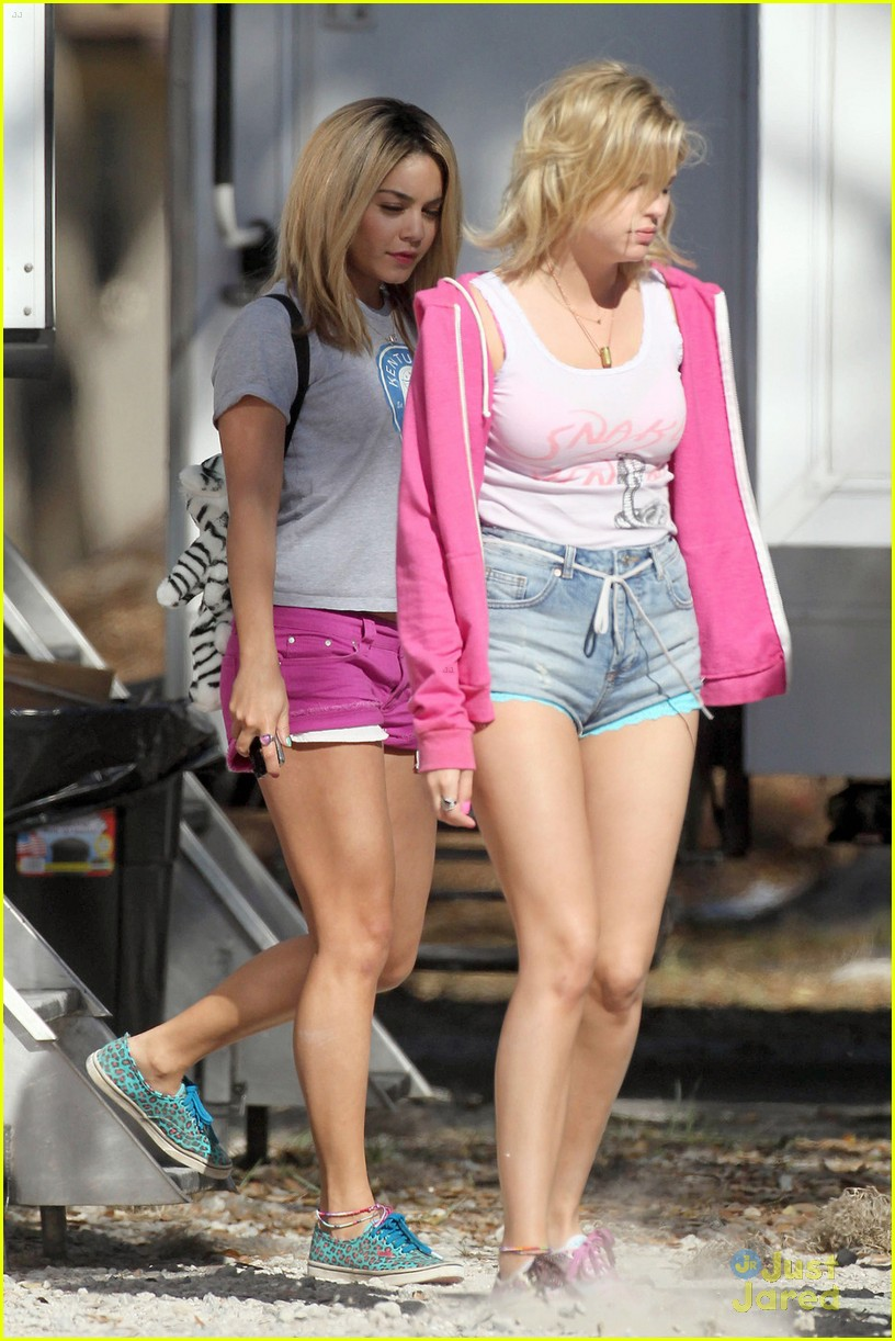 vanessa hudgens blonde breakers 08