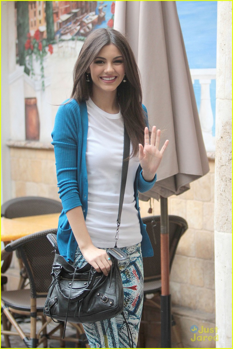 victoria justice extra grove 06