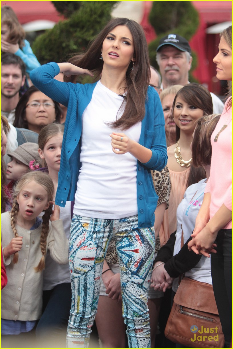 victoria justice extra grove 16