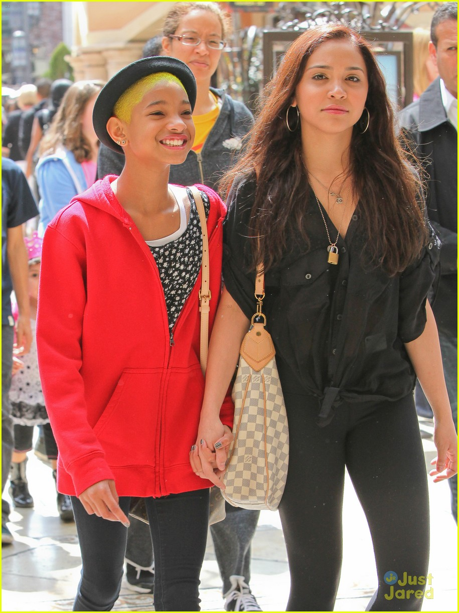 willow smith stella hudgens grove 03