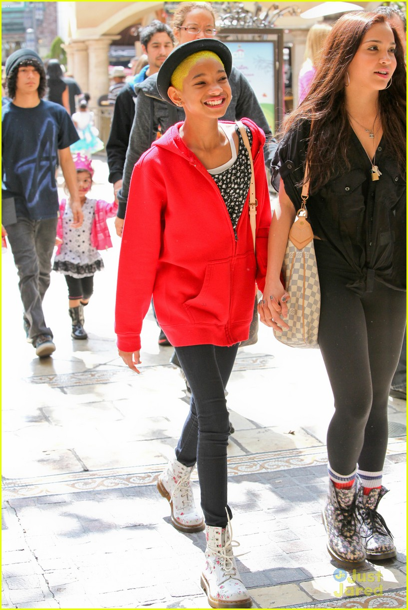 willow smith stella hudgens grove 05