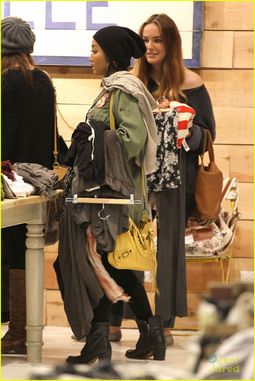brenda song shopping mall 11