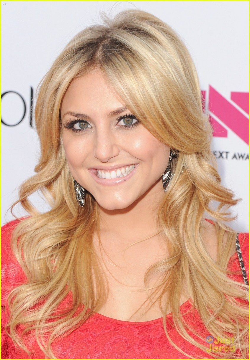 cassie scerbo renee olstead newnownext 01