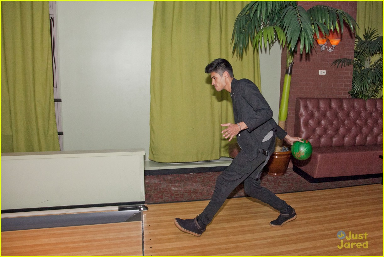 cody simpson the wanted bowling 08