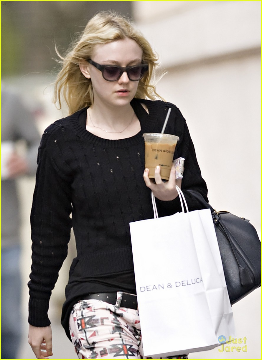 dakota fanning tribal pants 02