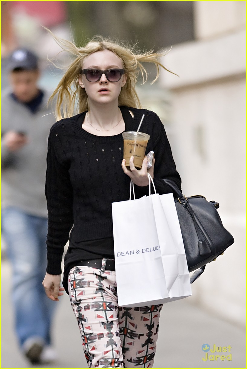 dakota fanning tribal pants 04