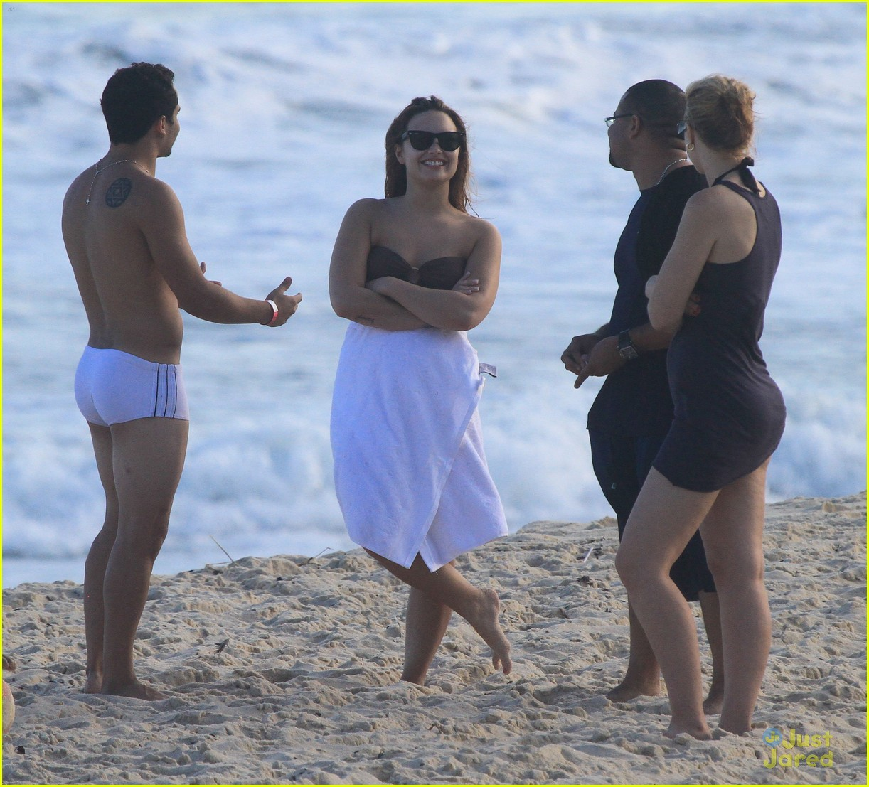 demi lovato venezuela beach 09
