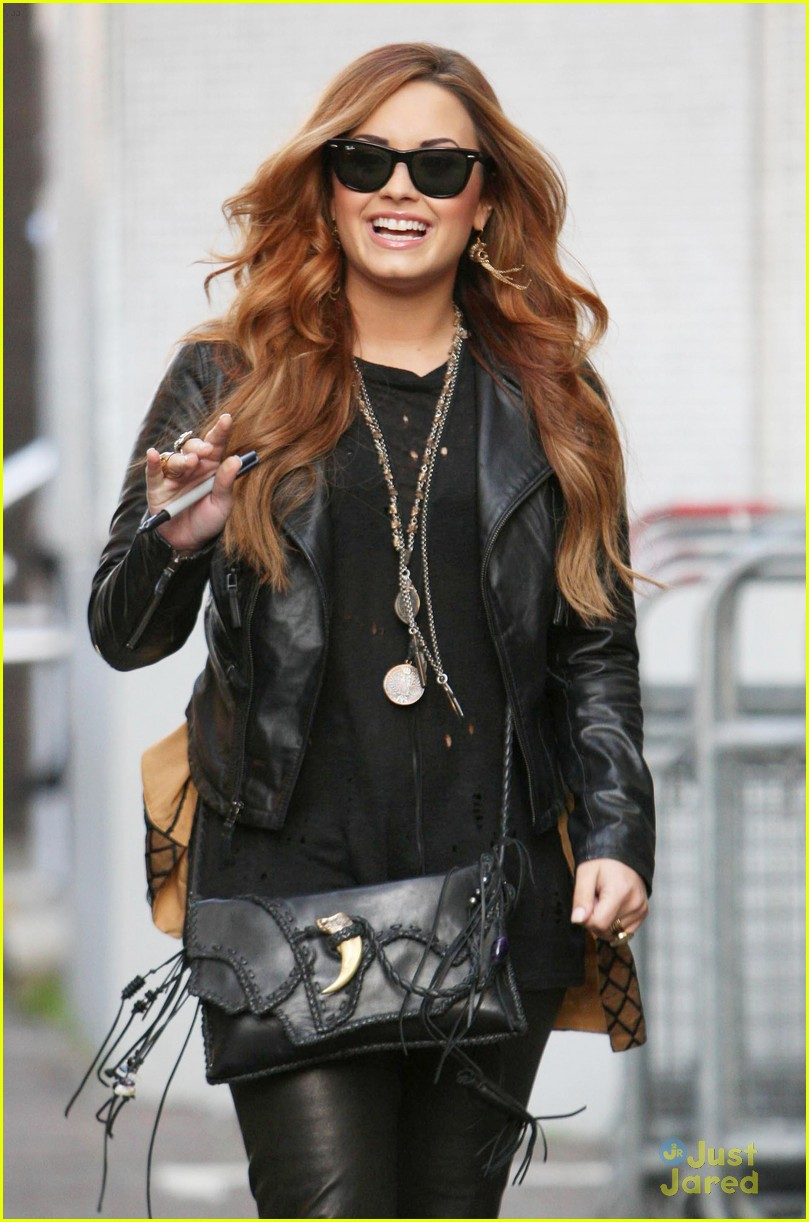 Demi Lovato Photo Gallery >> Full Sized Photo of demi lovato itv studios 02 | Demi Lovato: ITV Studios Stop | Just Jared Jr.