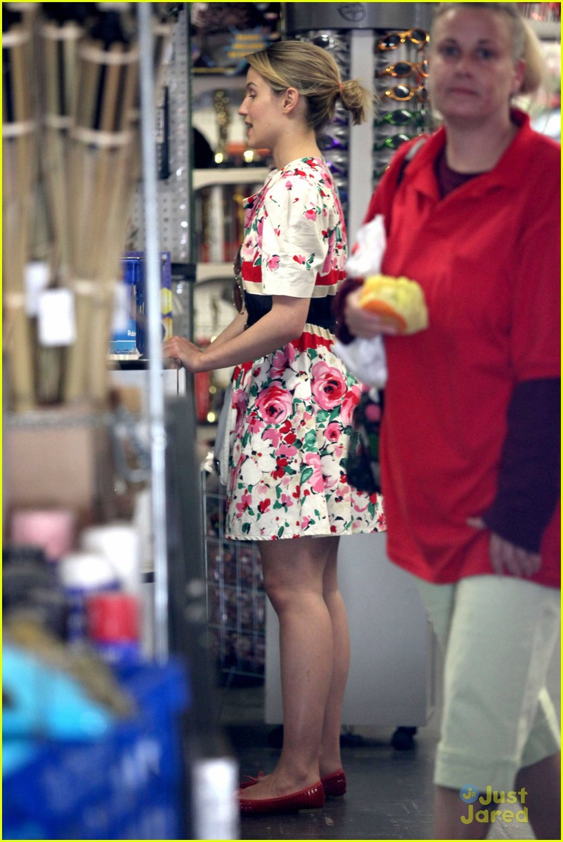 dianna agron party store 02