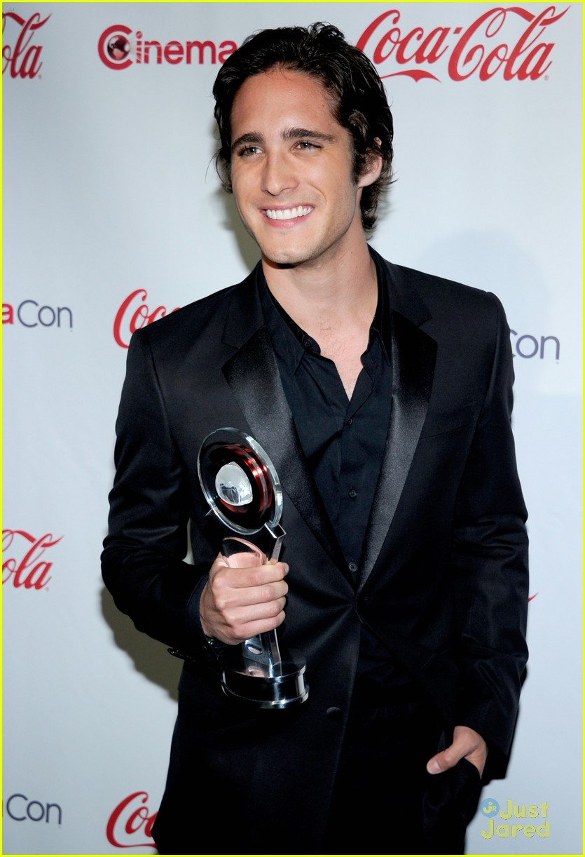 diego boneta cinemacon rising star 05