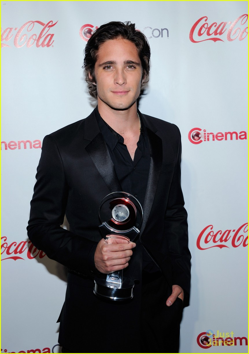 diego boneta cinemacon rising star 08