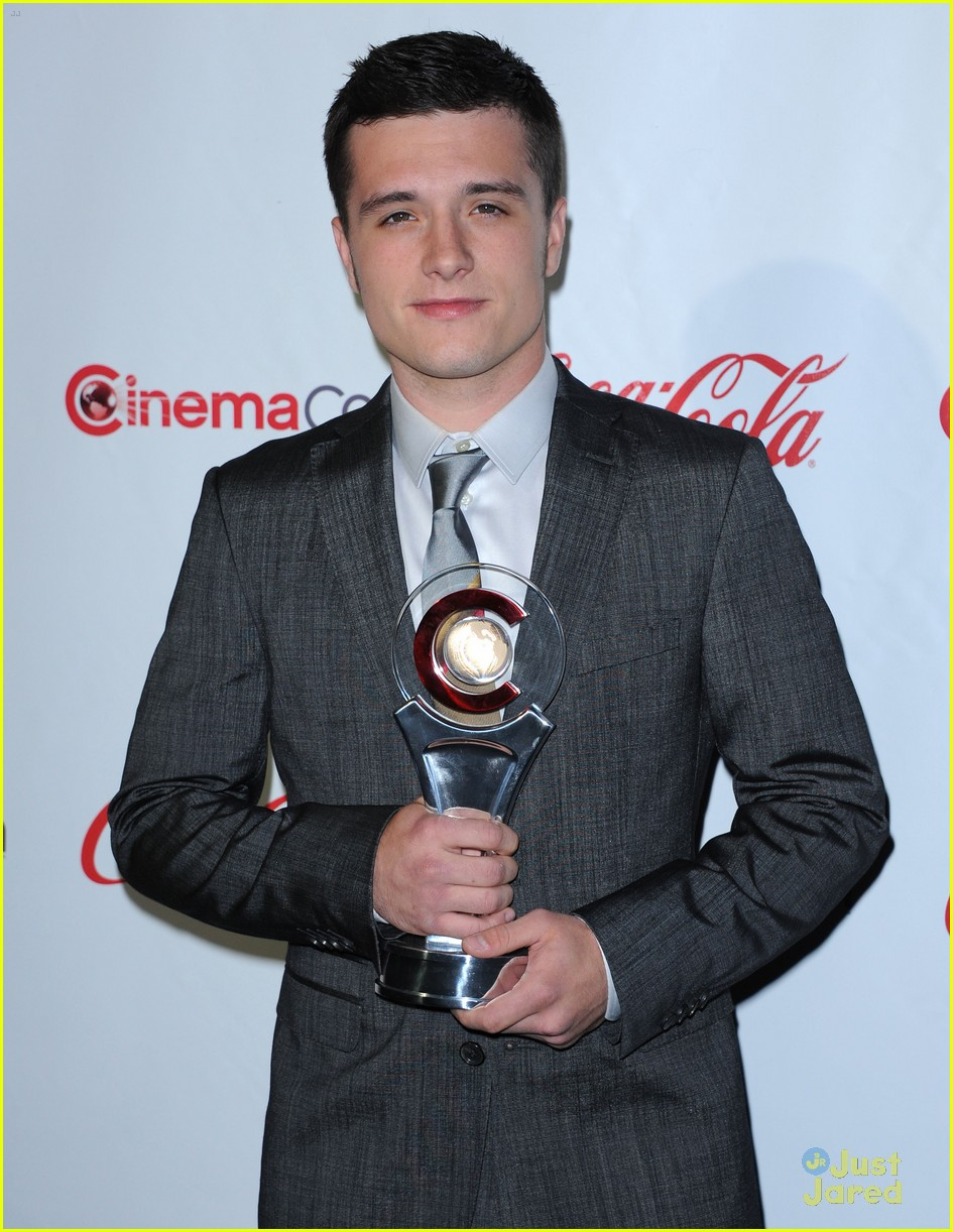 josh hutcherson cinemacon awards 09