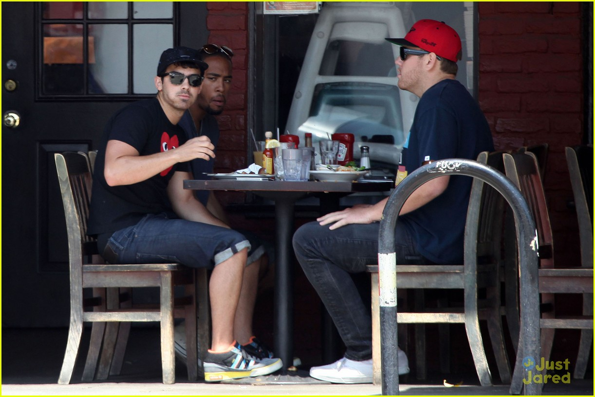 joe jonas lunch la 07