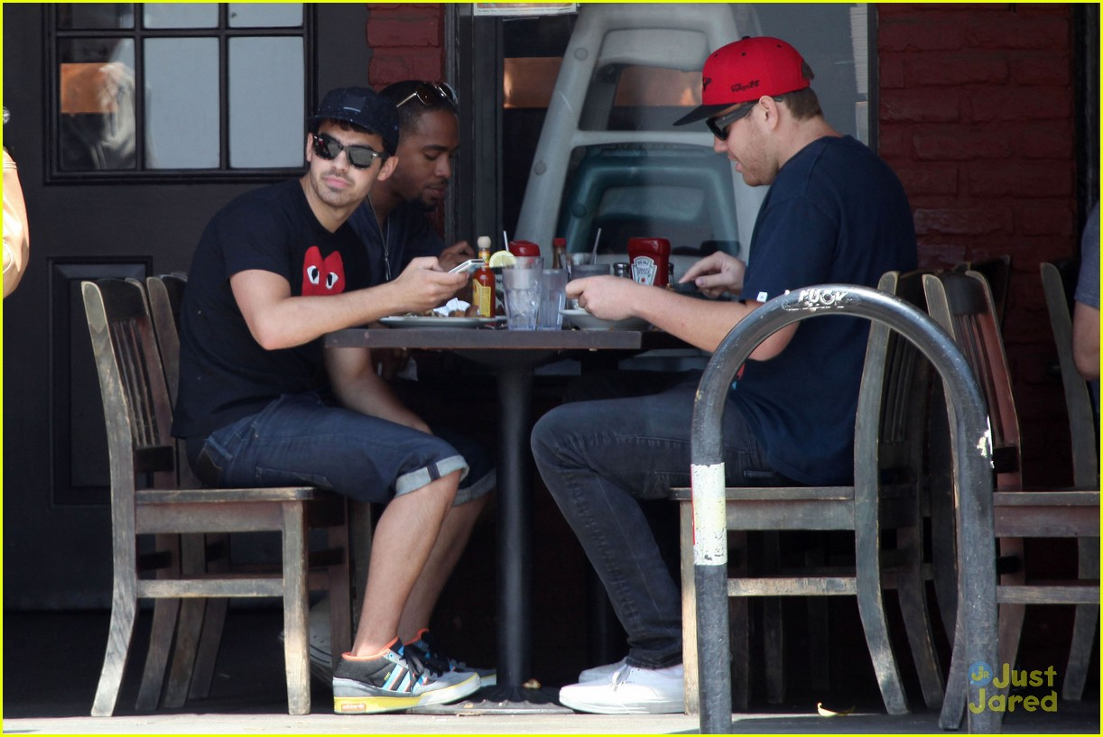 joe jonas lunch la 10