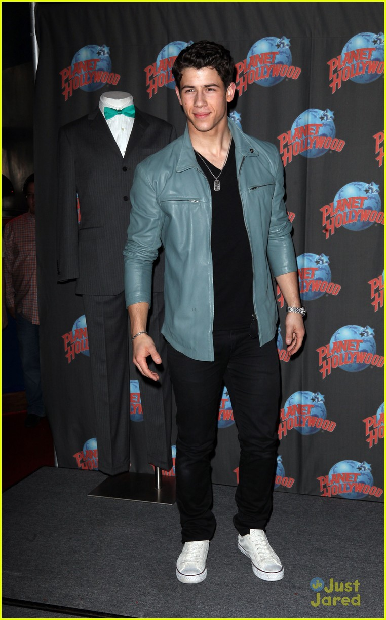 nick jonas planet hollywood 10