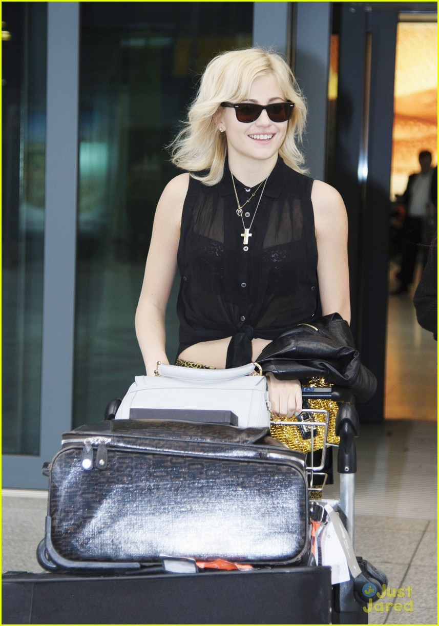 pixie lott hello heathrow 01