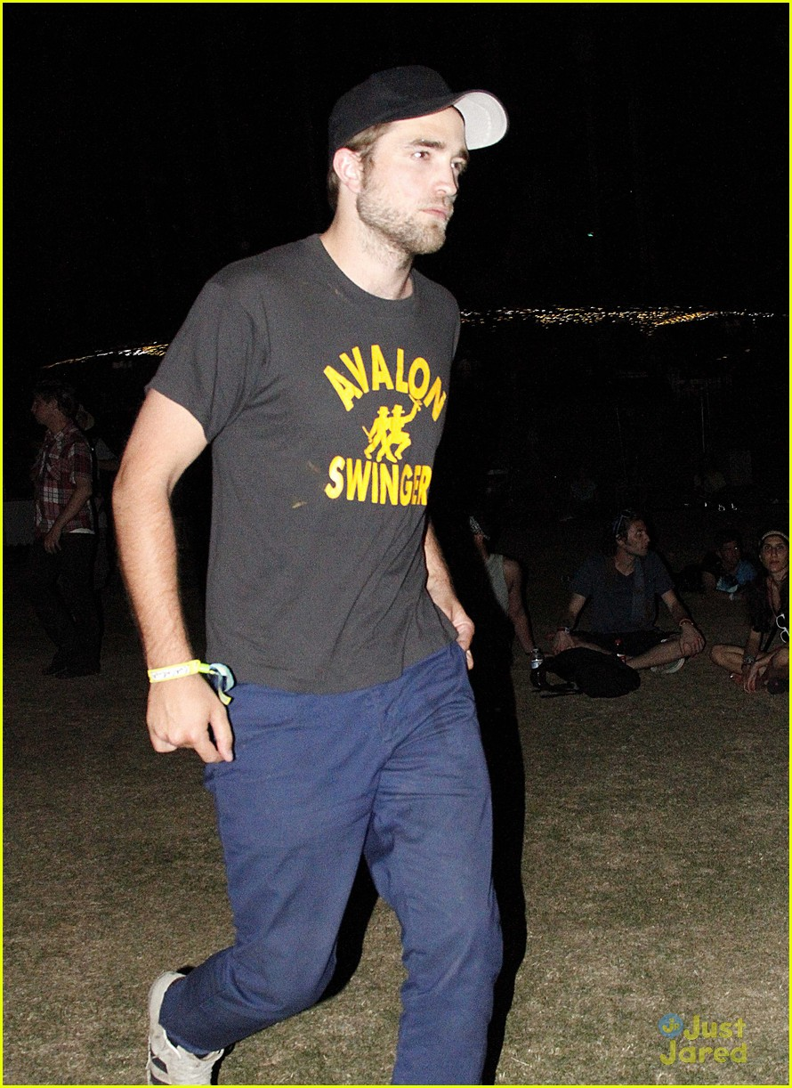 robert pattinson kristen stewart coachella 05