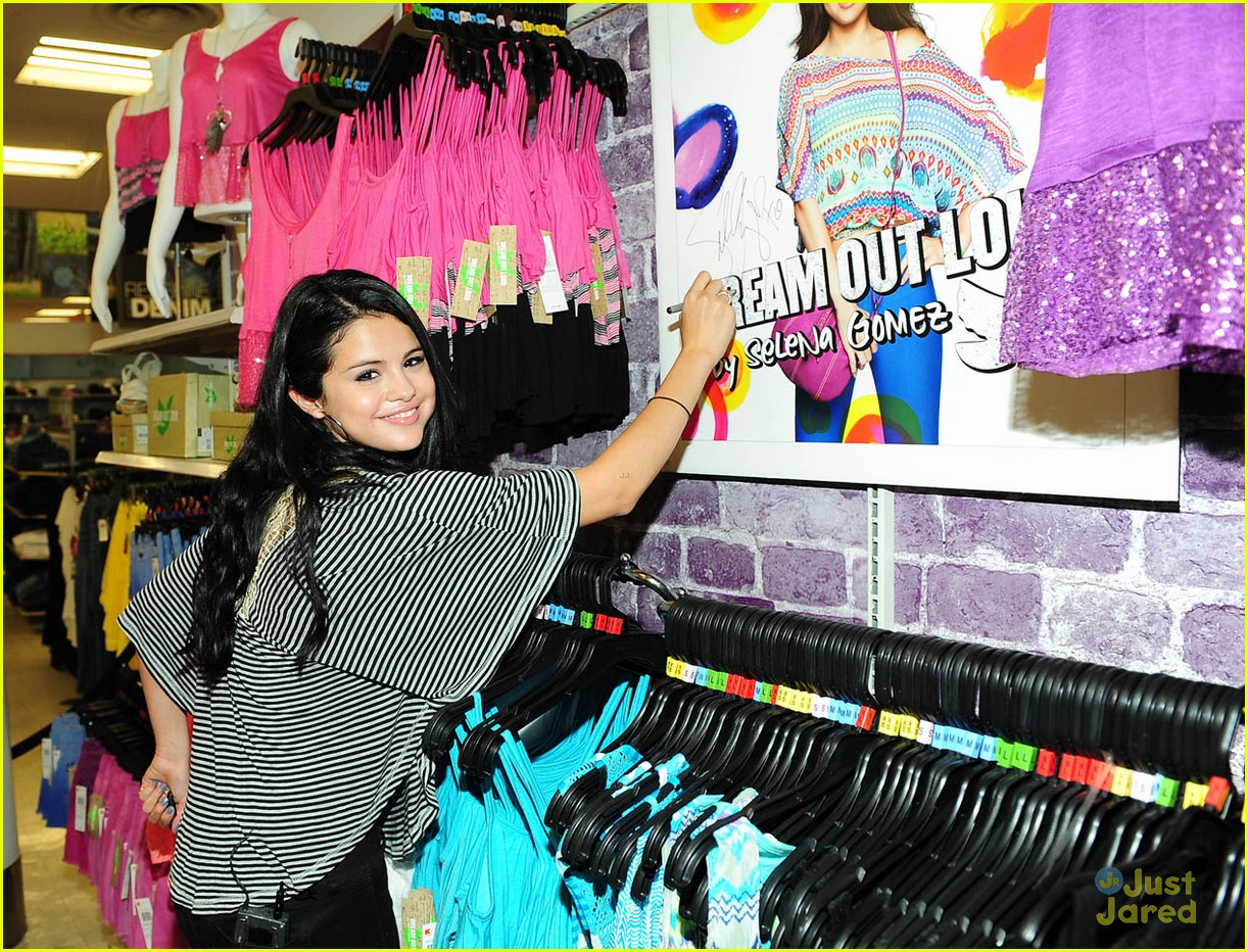 selena gomez dream out loud shopping 05