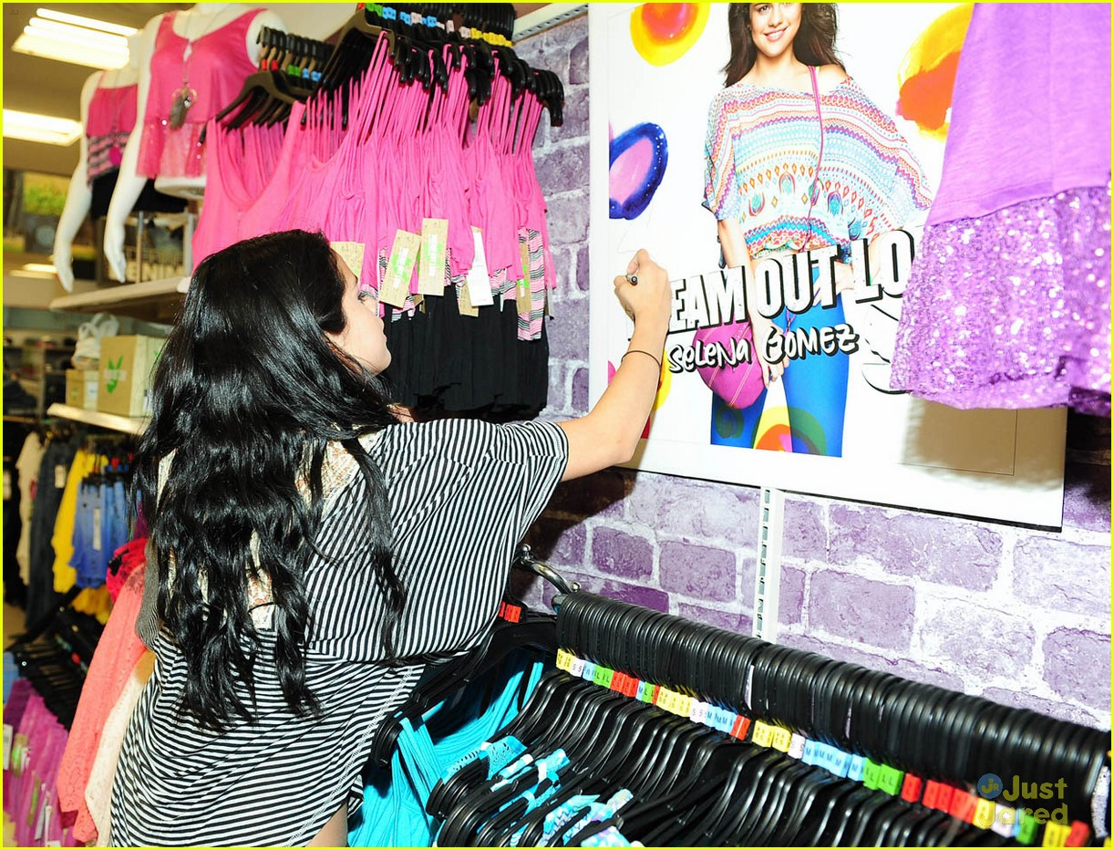 selena gomez dream out loud shopping 06