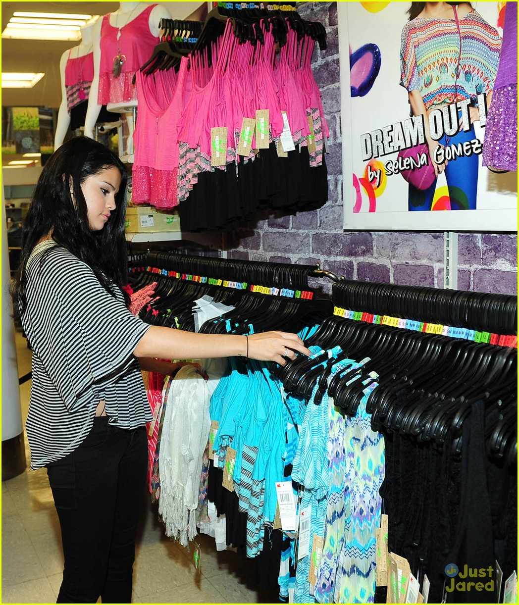 selena gomez dream out loud shopping 12