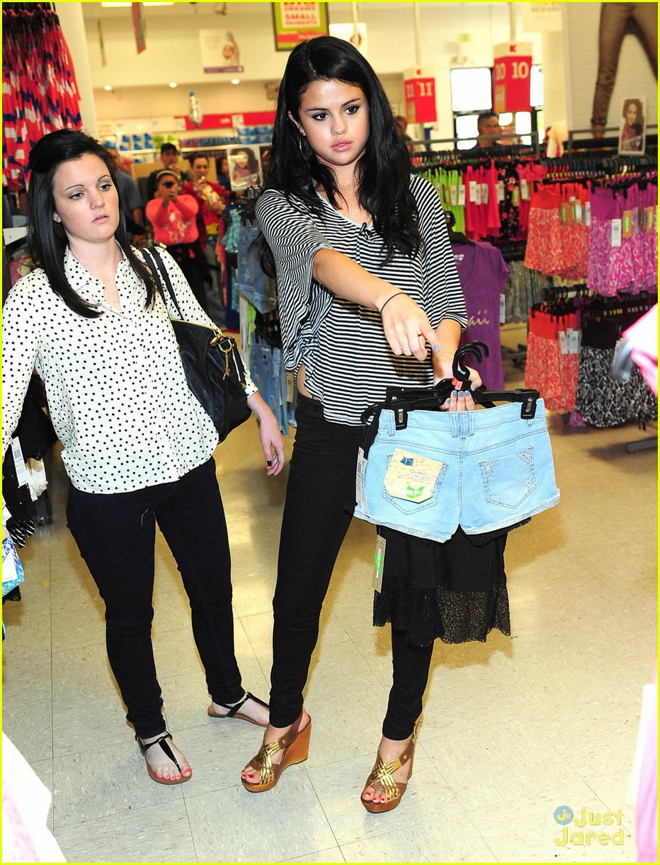 selena gomez dream out loud shopping 17